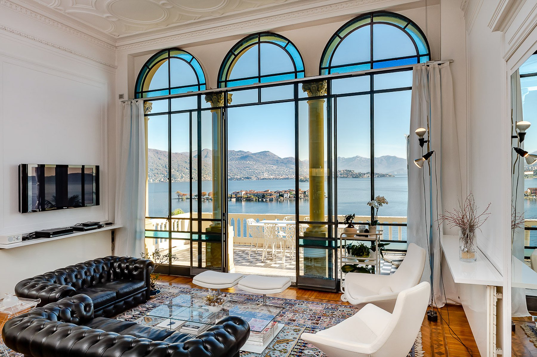 Luxury flat for sale in Baveno, in an historic villa