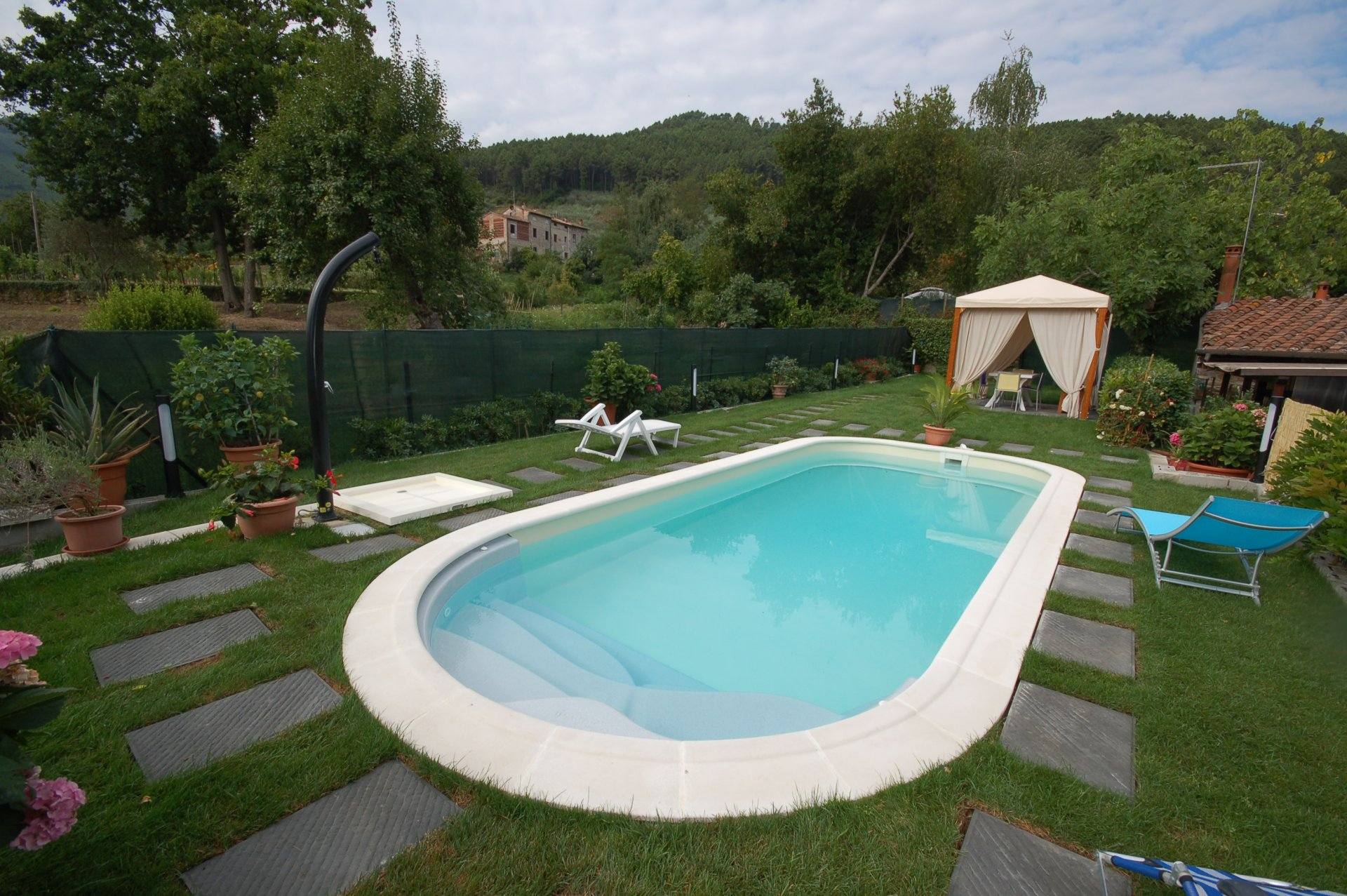 ITALIE, TOSCANE, LUCCA, MAS EN PIERRE AVEC PISCINE, 4 PERSONNES