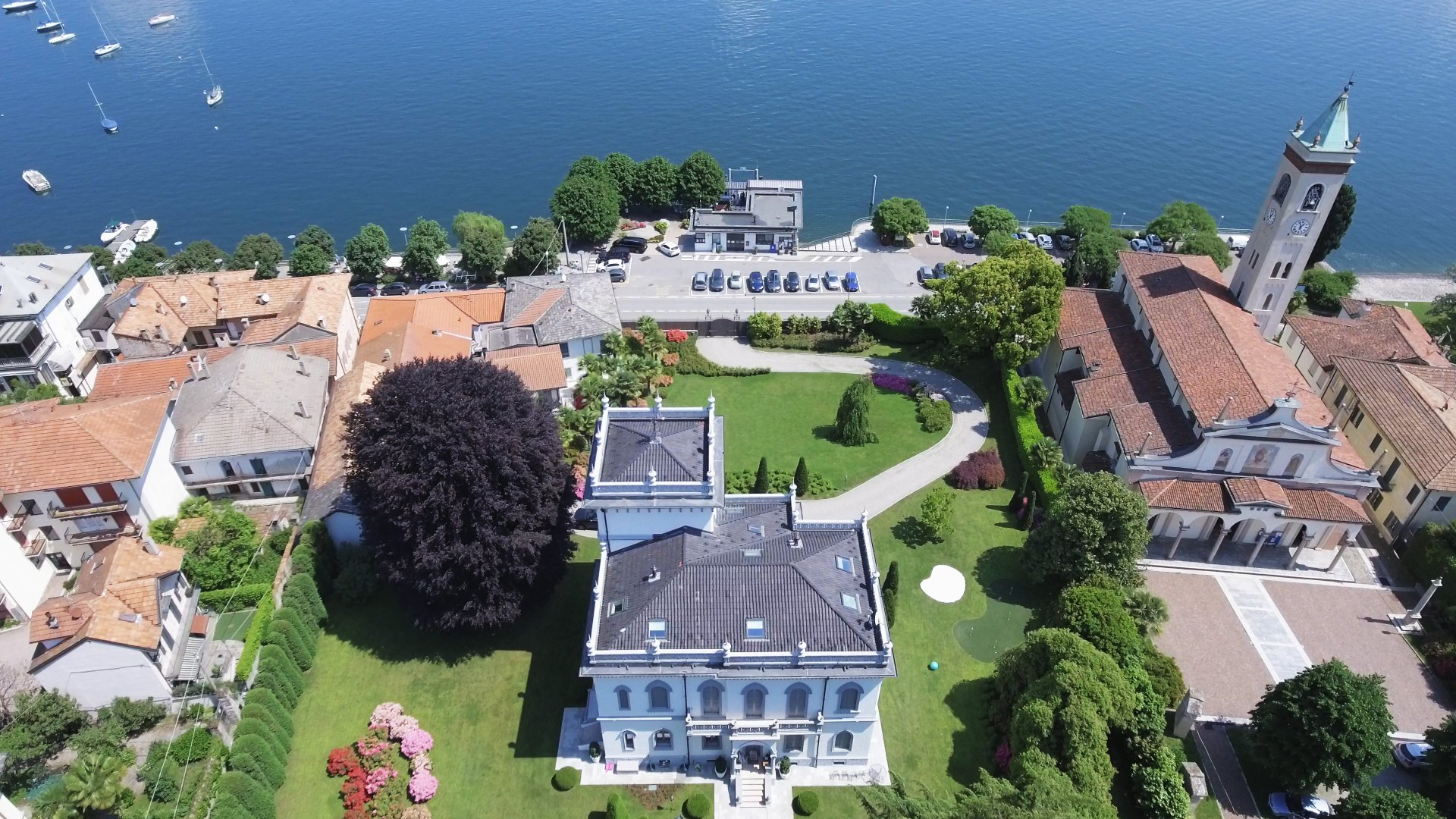 Prestigious period villa facing the lake in Lesa