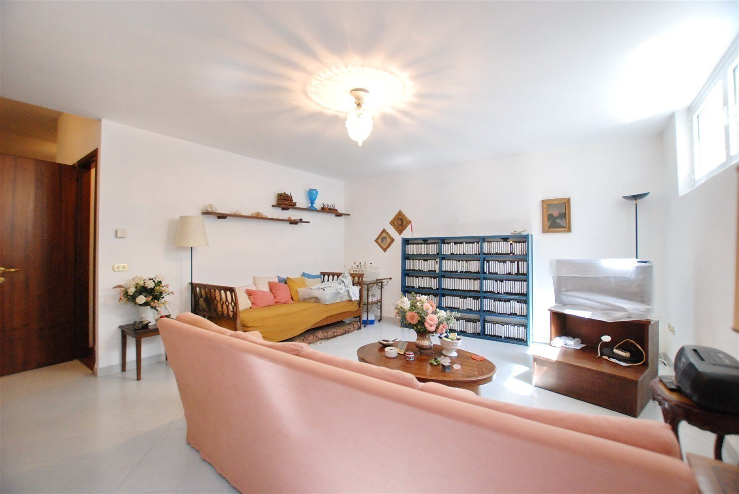 Terraced house for sale in Gignese, based in Vezzo - modern sitting room