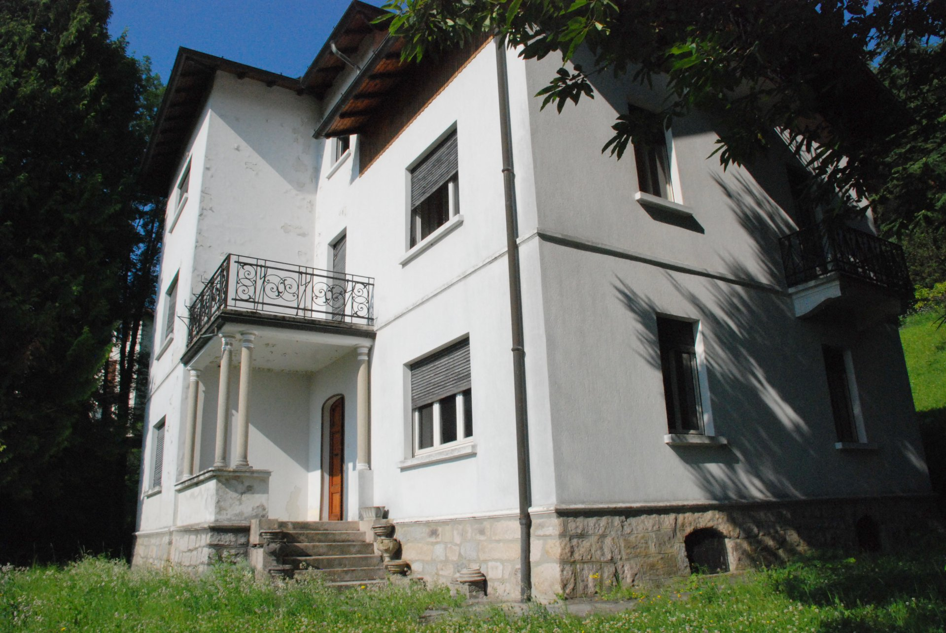 Period villa for sale to be restored for sale in Gignese centre - forward