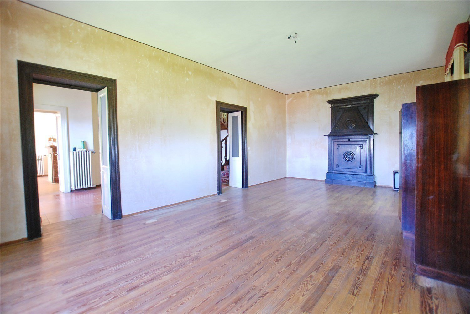 Age villa to be restored for sale in the centre of Gignese-  inner