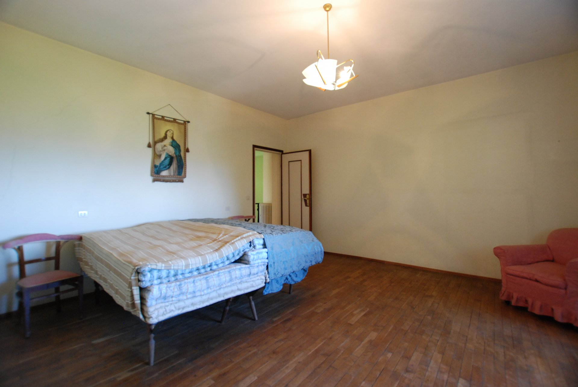Period villa to be restored for sale in Gignese centre - guest bedroom