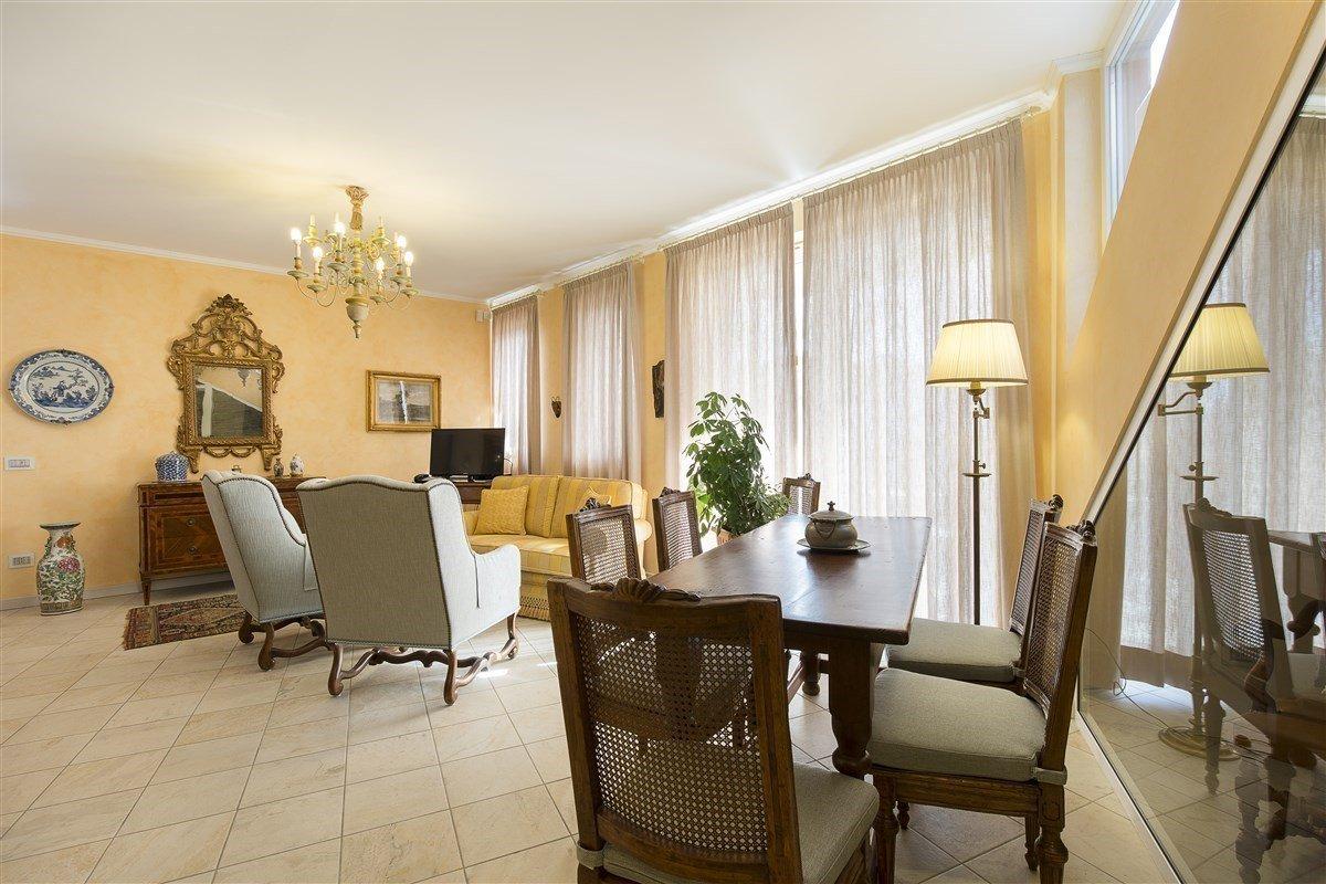 Elegante attico in vendita a Verbania - sala da pranzo