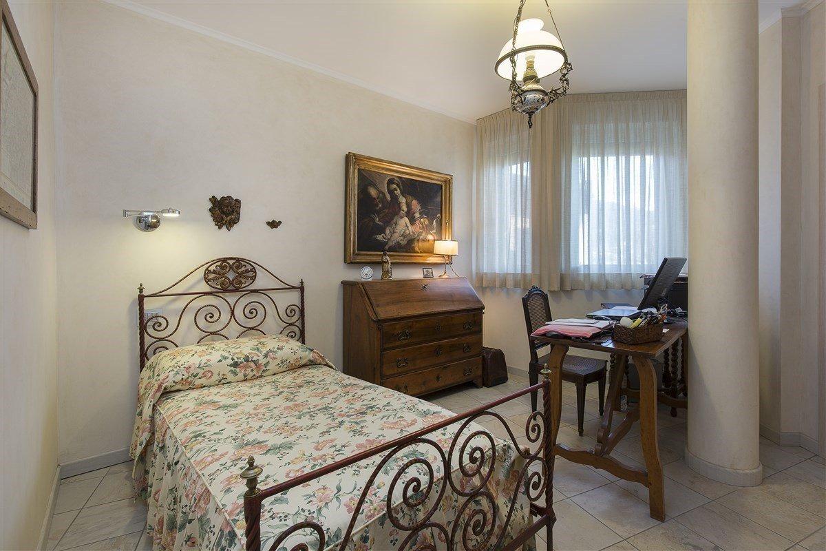 Elegante attico in vendita a Verbania - camera da letto