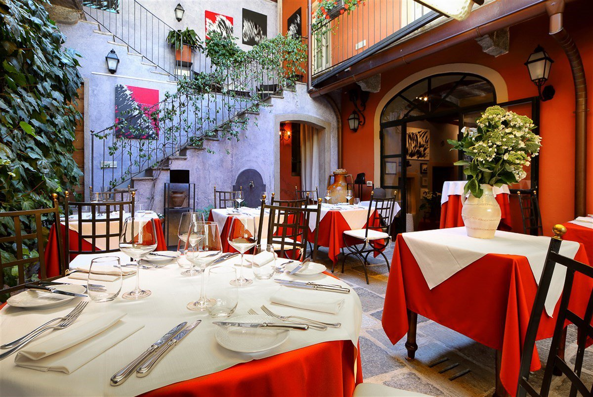 Hotel for sale in the historic centre of Cannero Riviera, near the lakeside - salon
