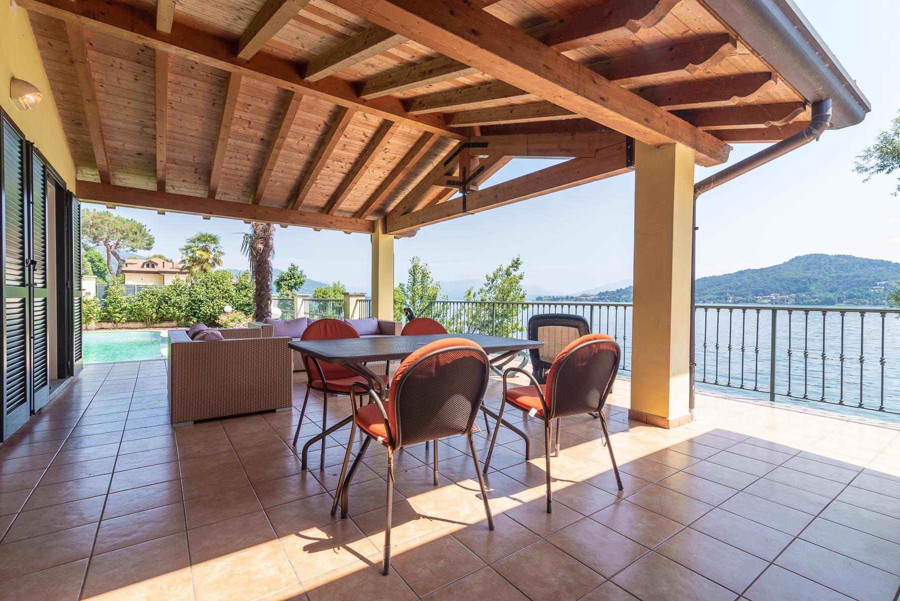 Villa a lago in Vendita a Meina