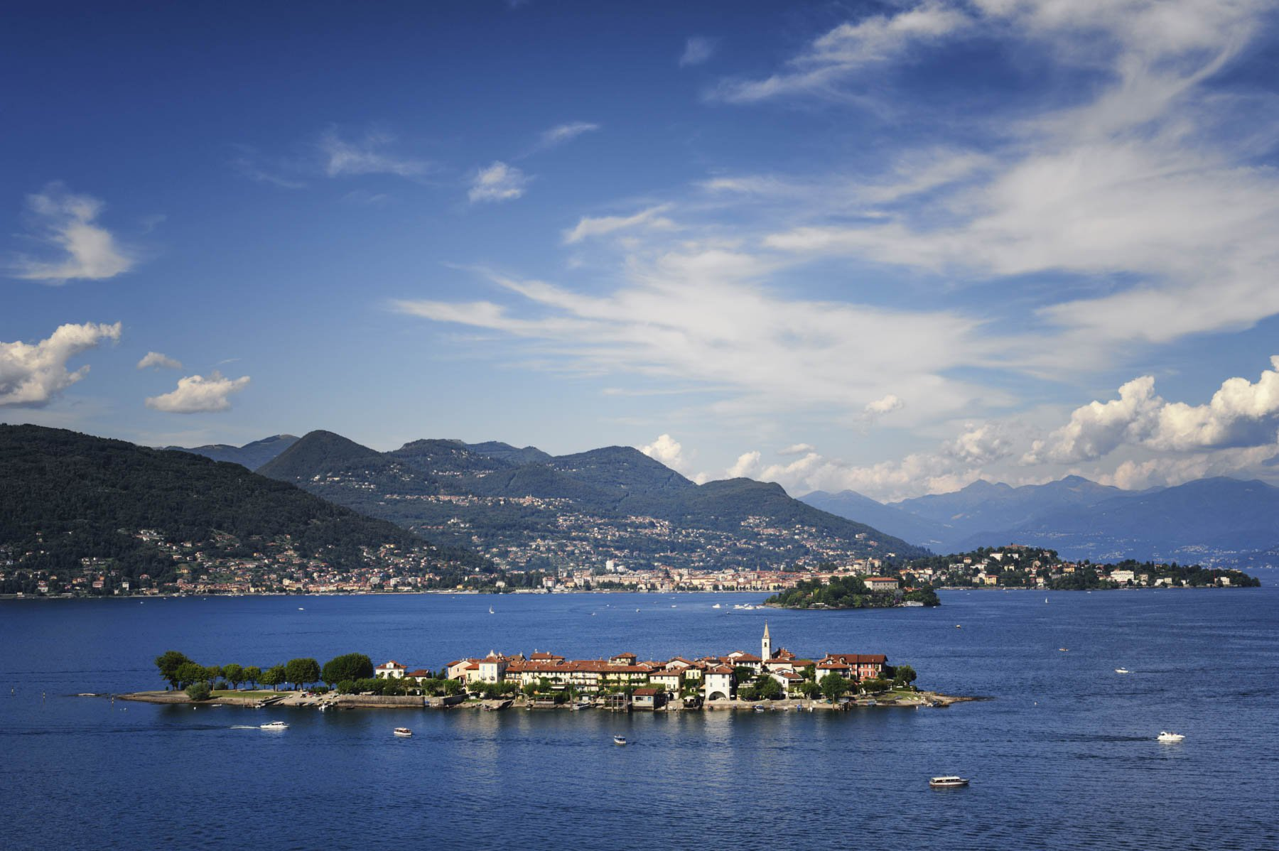 Apartment for sale in Baveno, inside a historic lake front villa - view of the islands