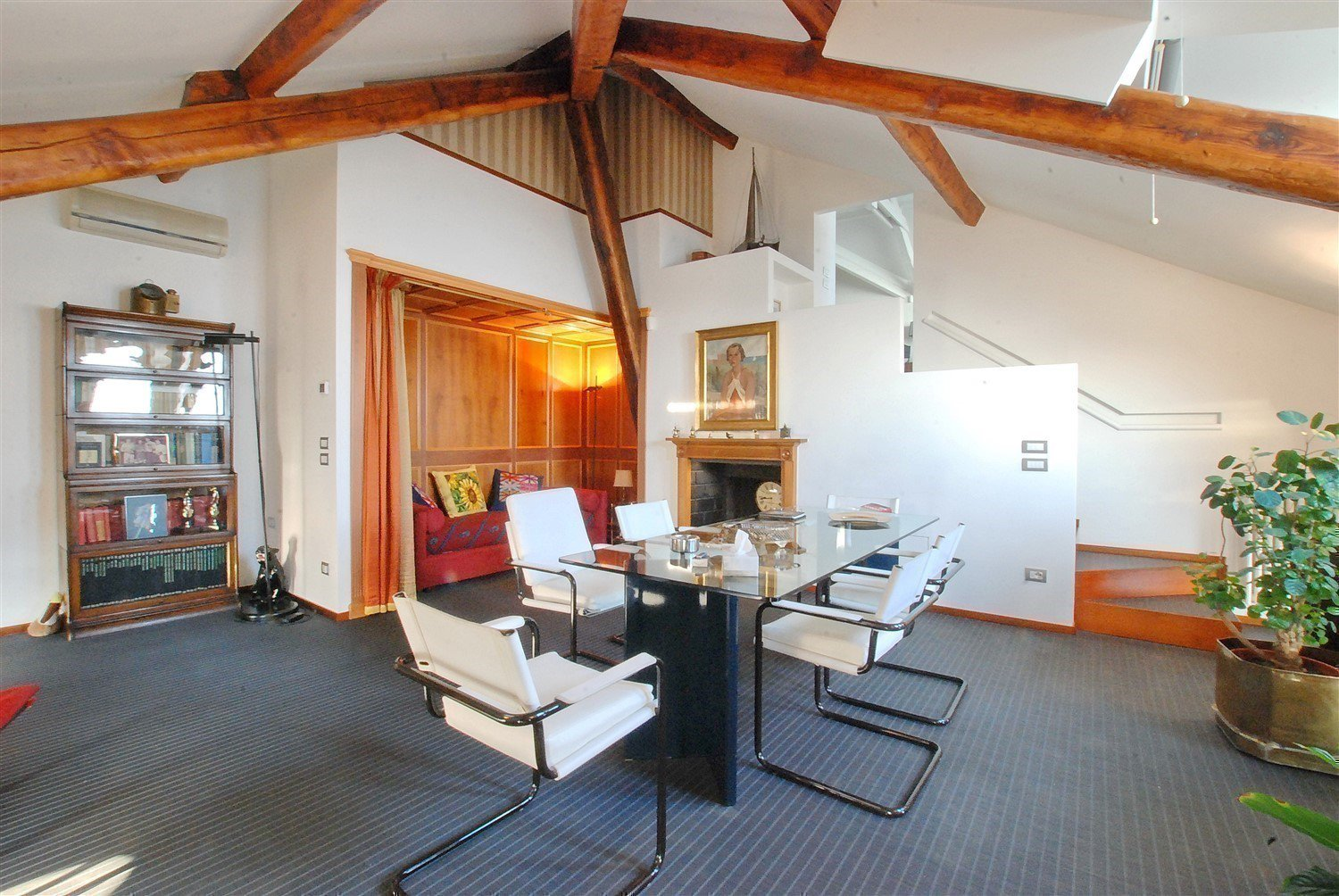 Apartment for sale in Baveno, inside a historic lake front villa - dining room