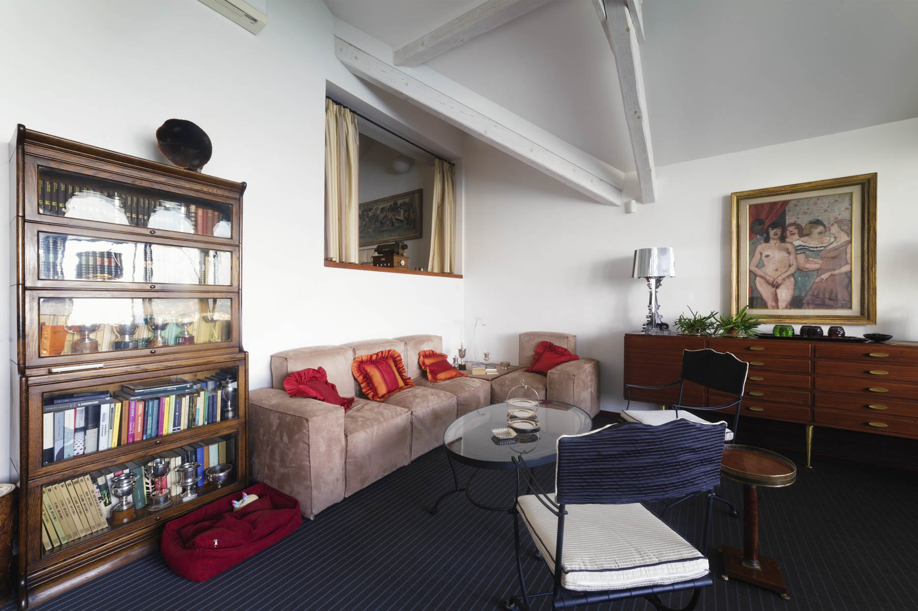 Apartment for sale in Baveno, inside a historic lake front villa - sitting room