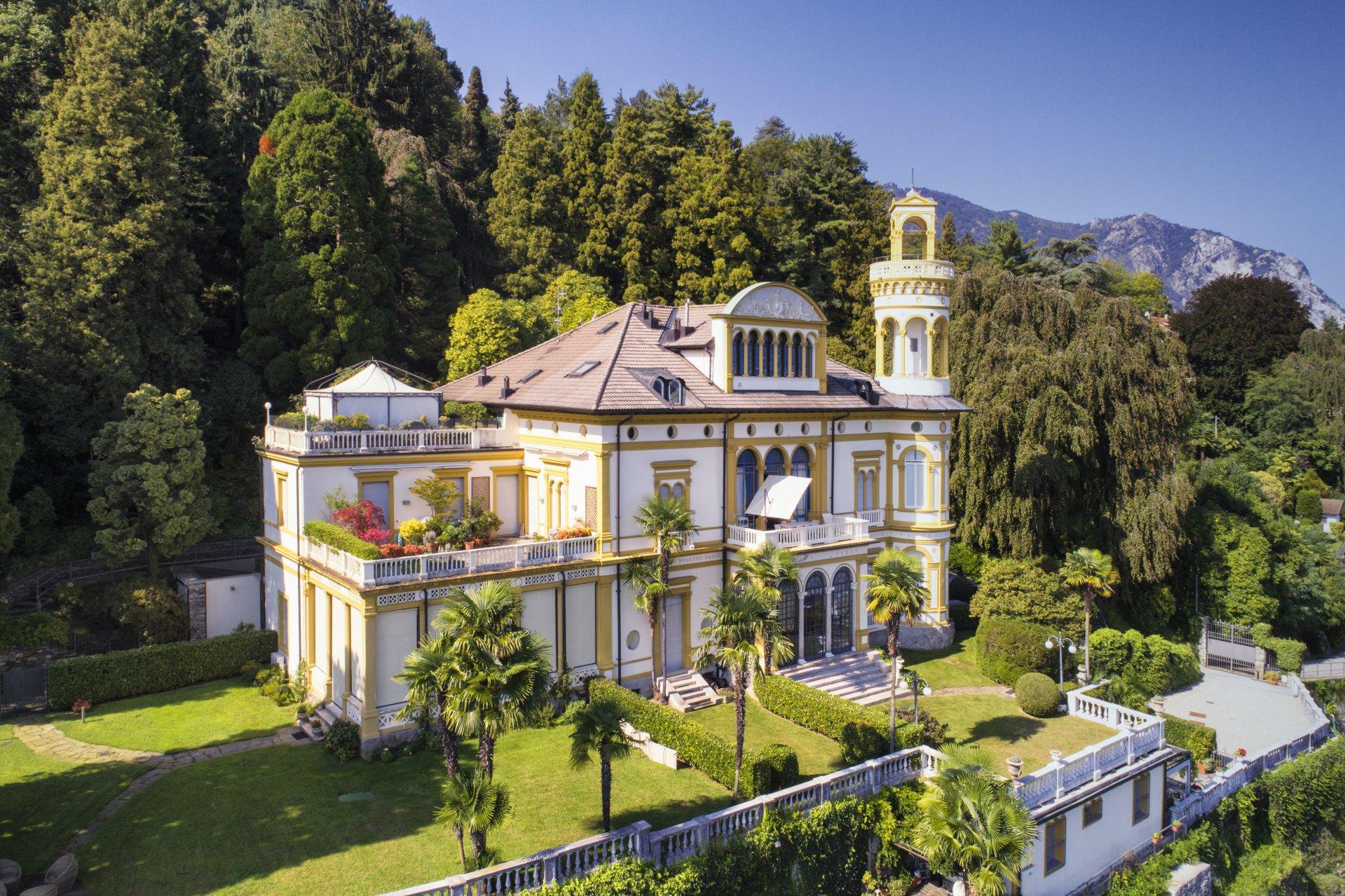 Apartment for sale in Baveno, inside a historic lake front villa - property facade