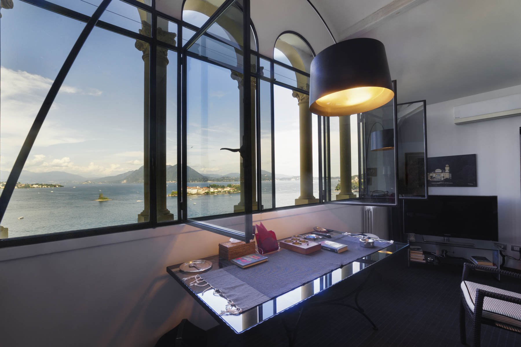Apartment for sale in Baveno, inside a historic lake front villa - living room facing the lake