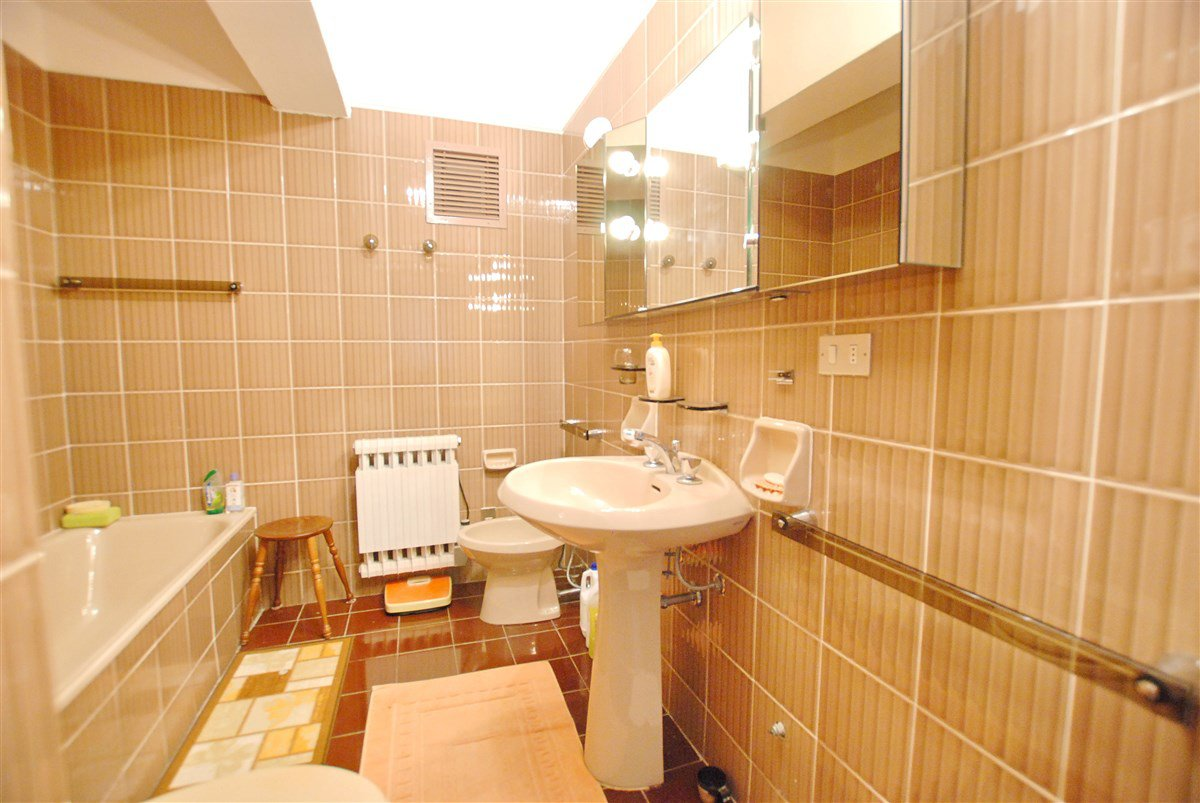Apartment for sale in a residenca in Stresa - bathroom