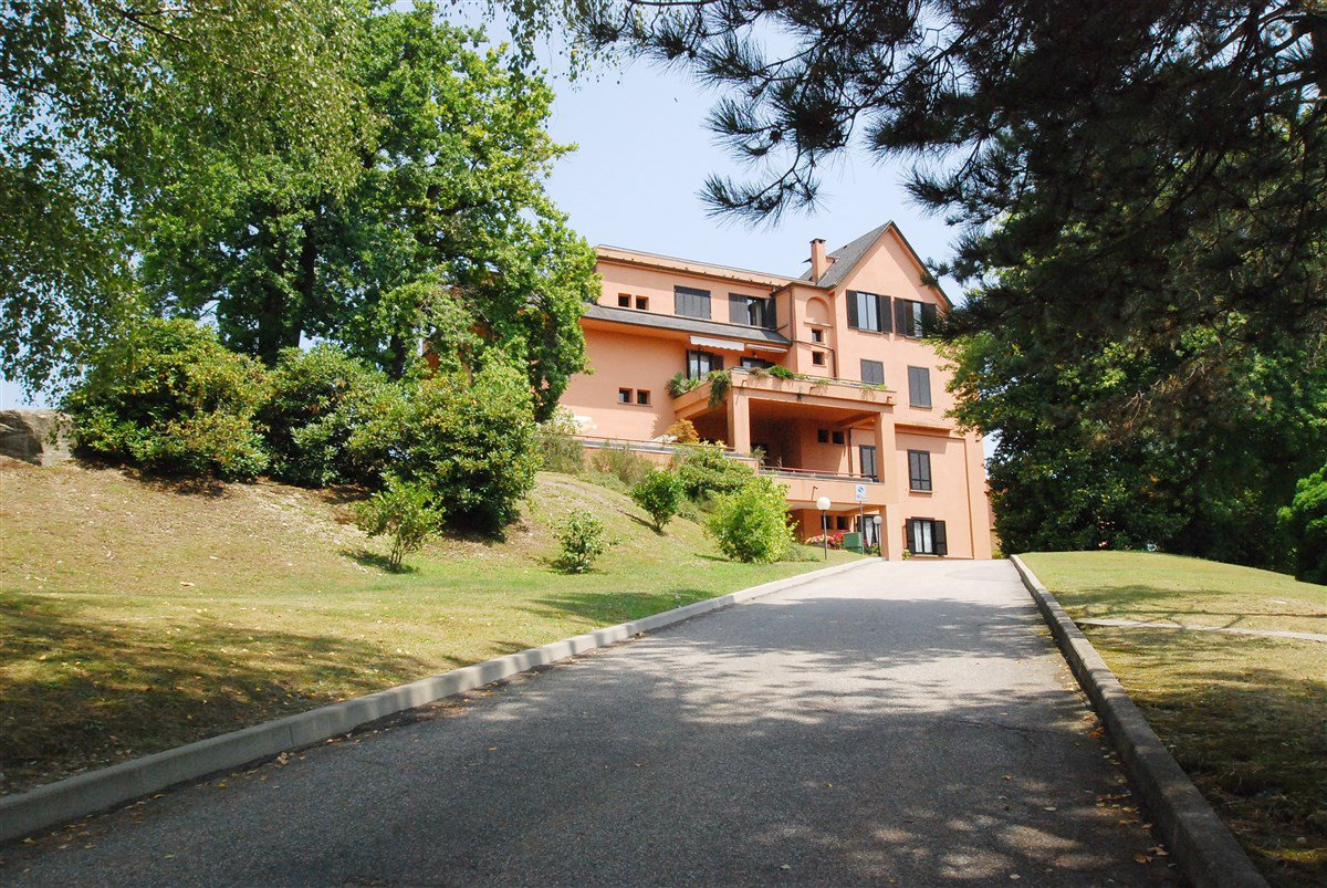 Apartment for sale in a residence in Stresa - entrance