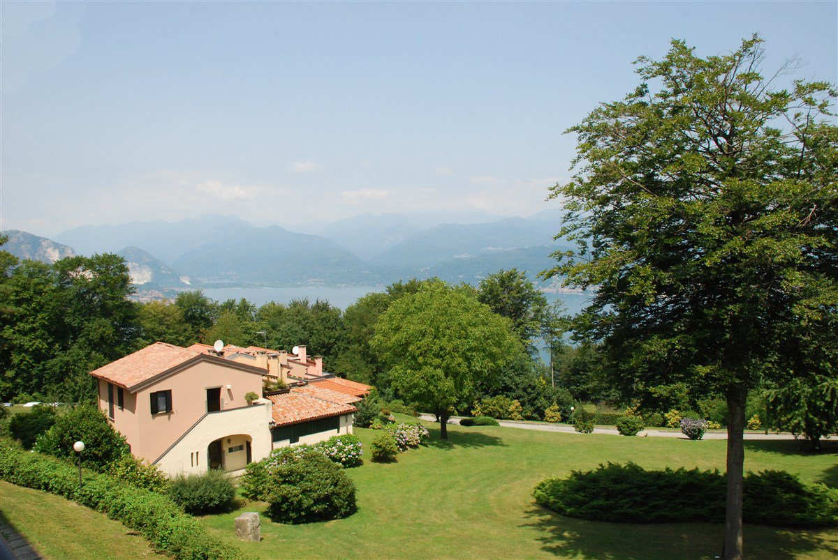 Apartment for sale in a residence in Stresa - large garden