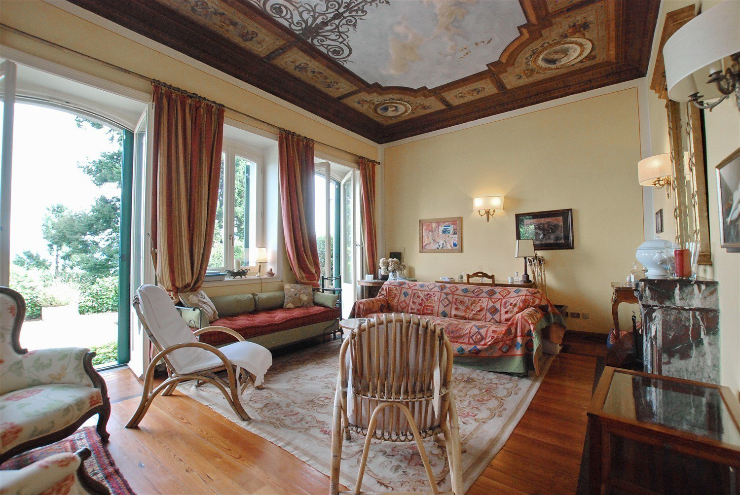 Luxurious apartment for sale in Stresa - living room