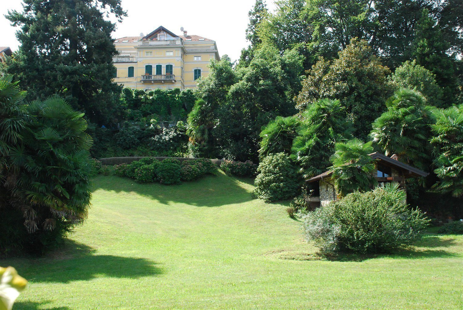 Luxurious apartment for sale in Stresa - large garden