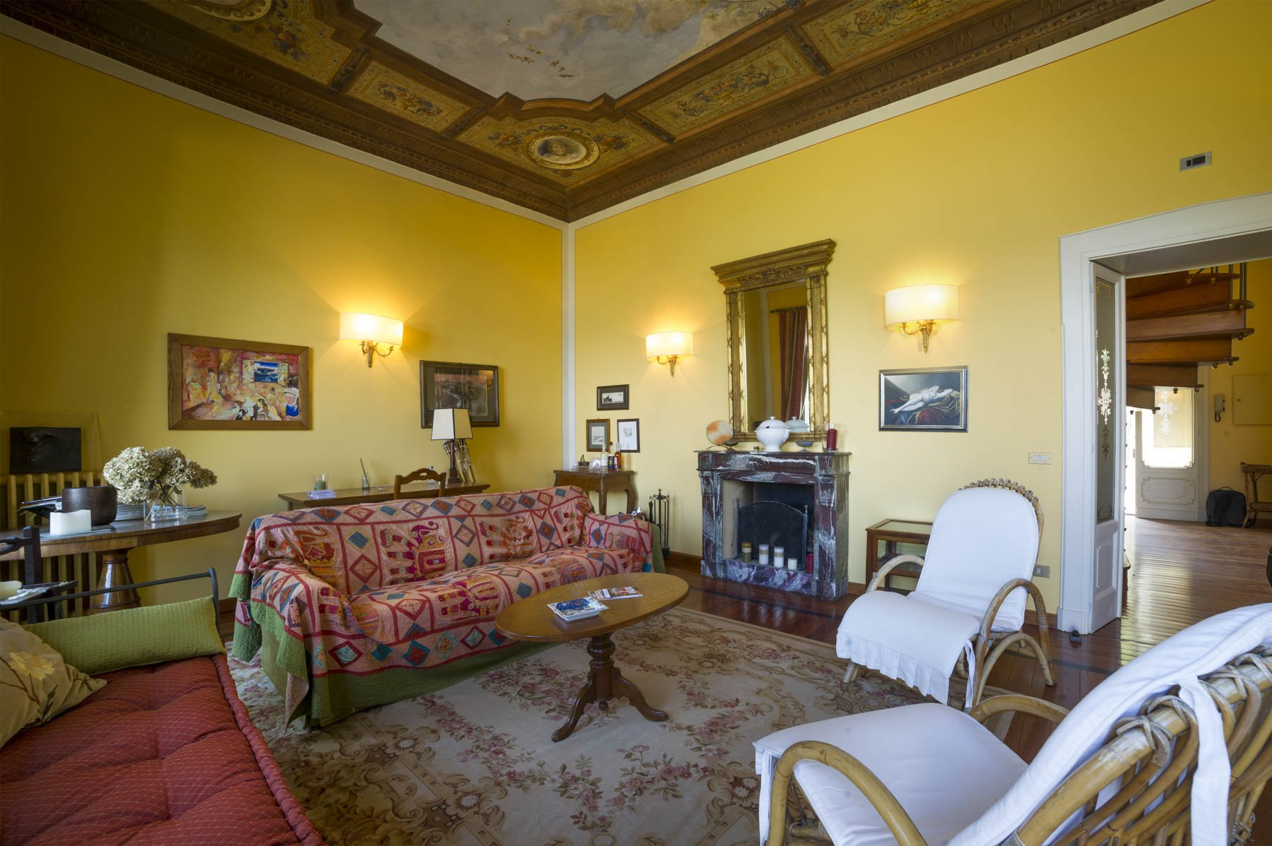 Luxurious apartment for sale in Stresa - large salon