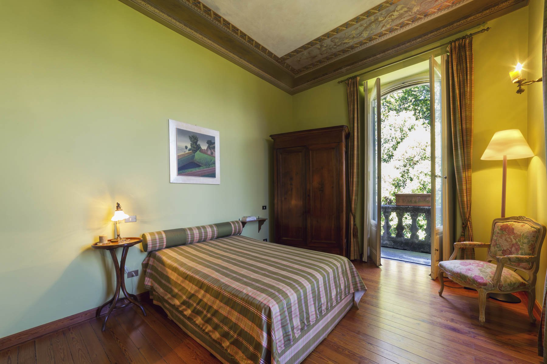 Luxurious apartment for sale in Stresa - master bedroom