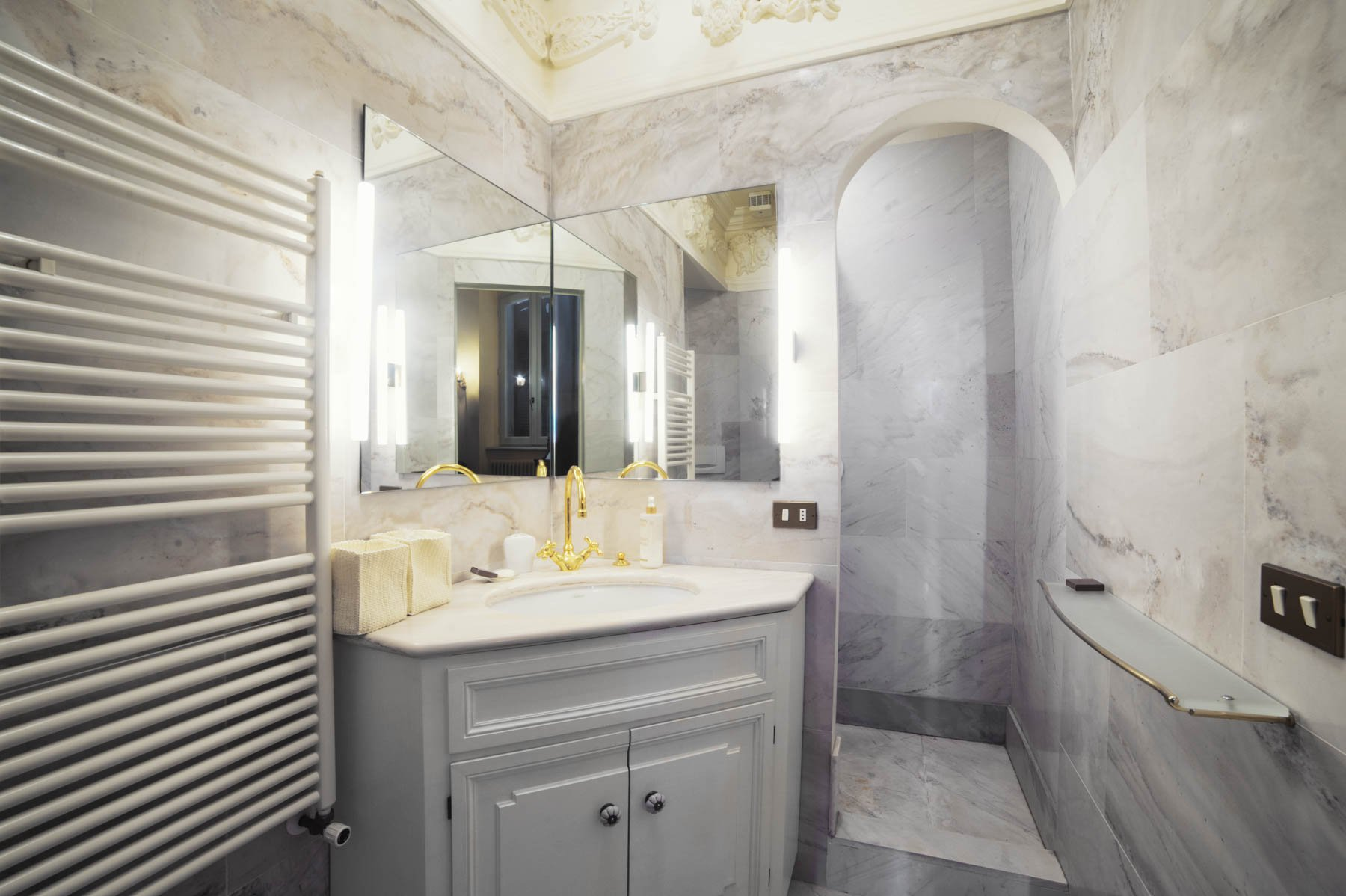 Luxurious apartment for sale in Stresa - restroom