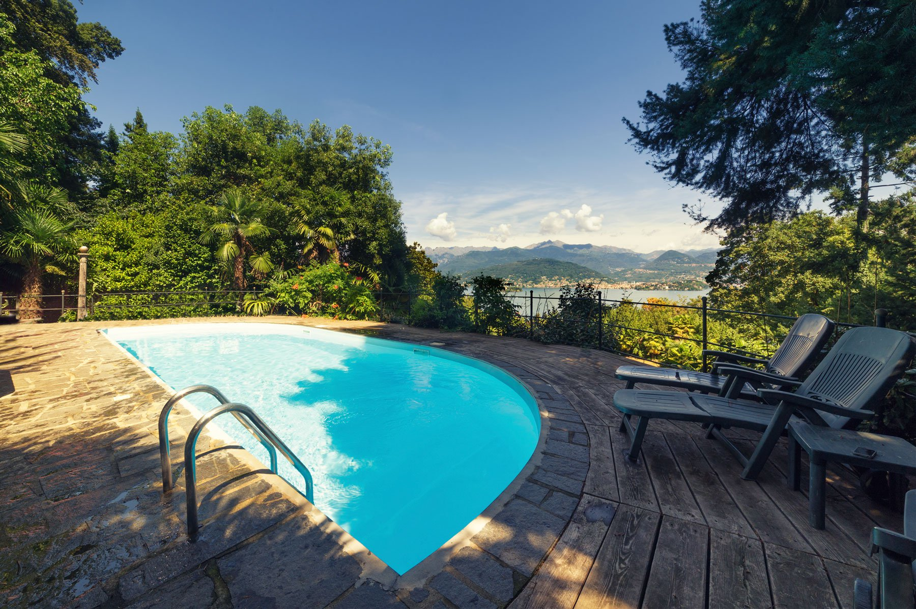 Luxurious apartment for sale in Stresa- swimming pool