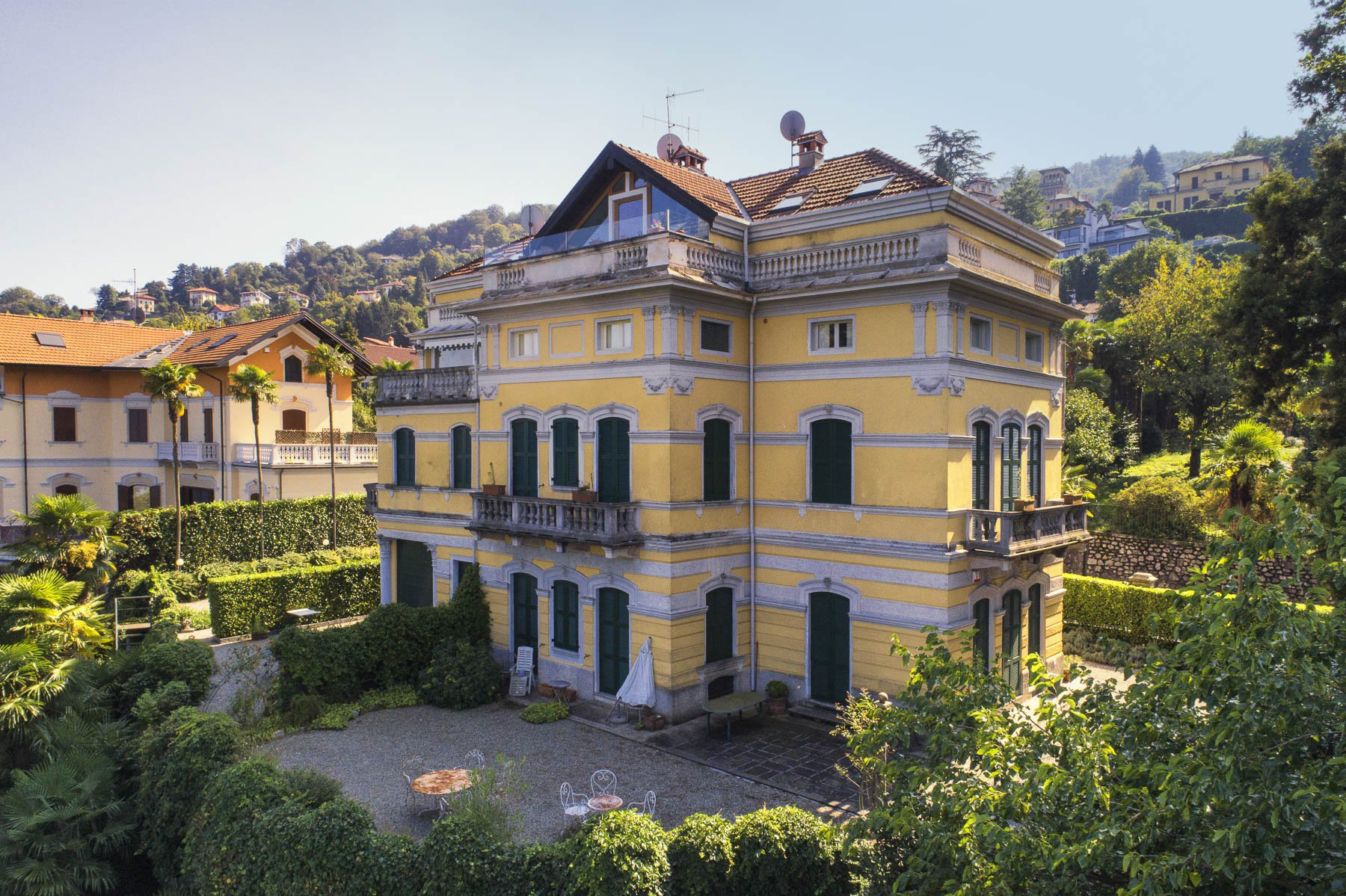 Luxurious apartment for sale in Stresa- building outside