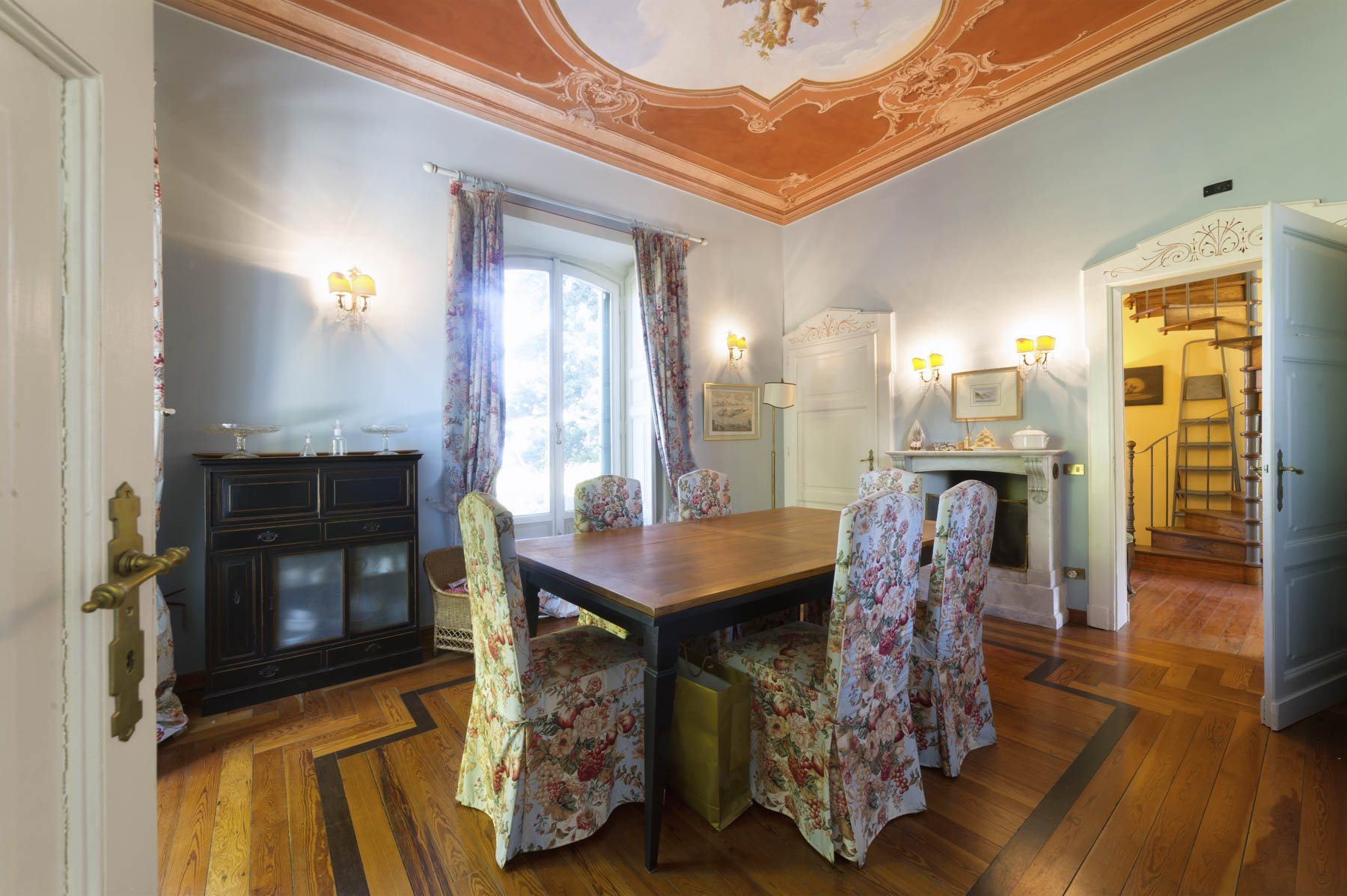 Luxurious apartment for sale in Stresa - dining room