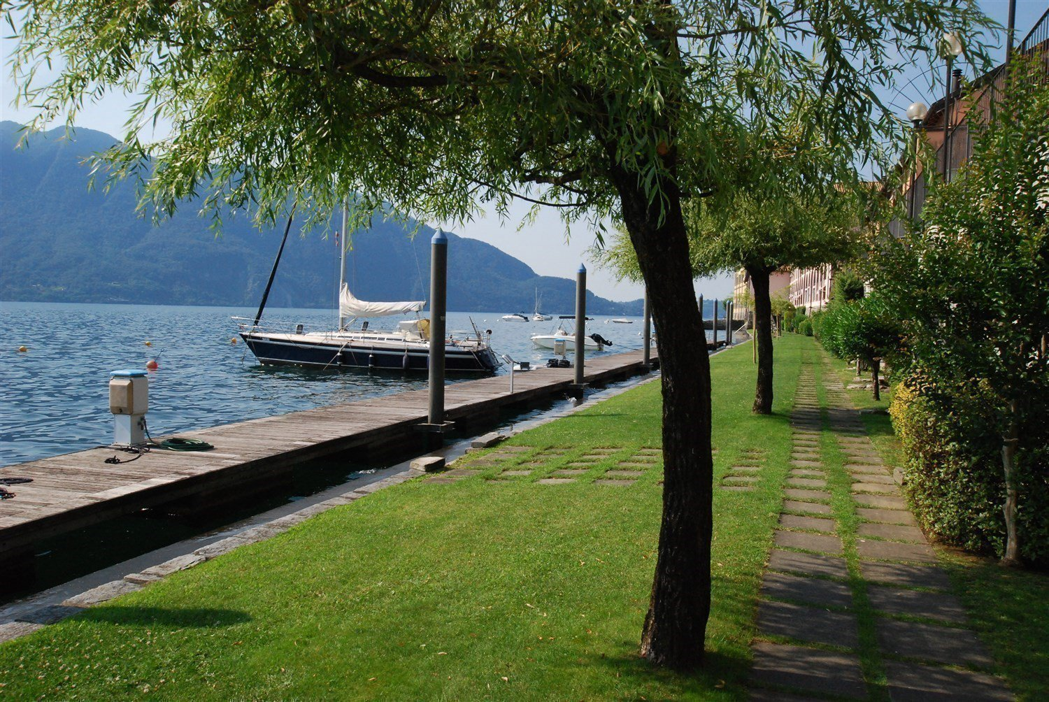 apartment in front of the lake for sale in Ghiffa- garden look out the lake