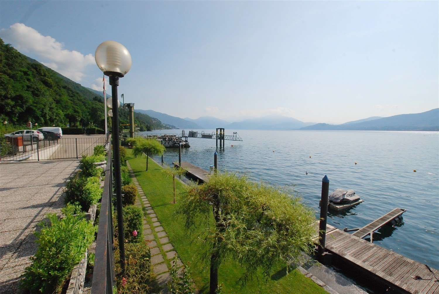 apartment in front of the lake for sale in Ghiffa- private garden