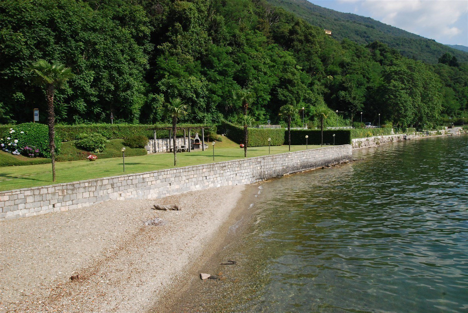 apartment in front of the lake for sale in Ghiffa-private beach