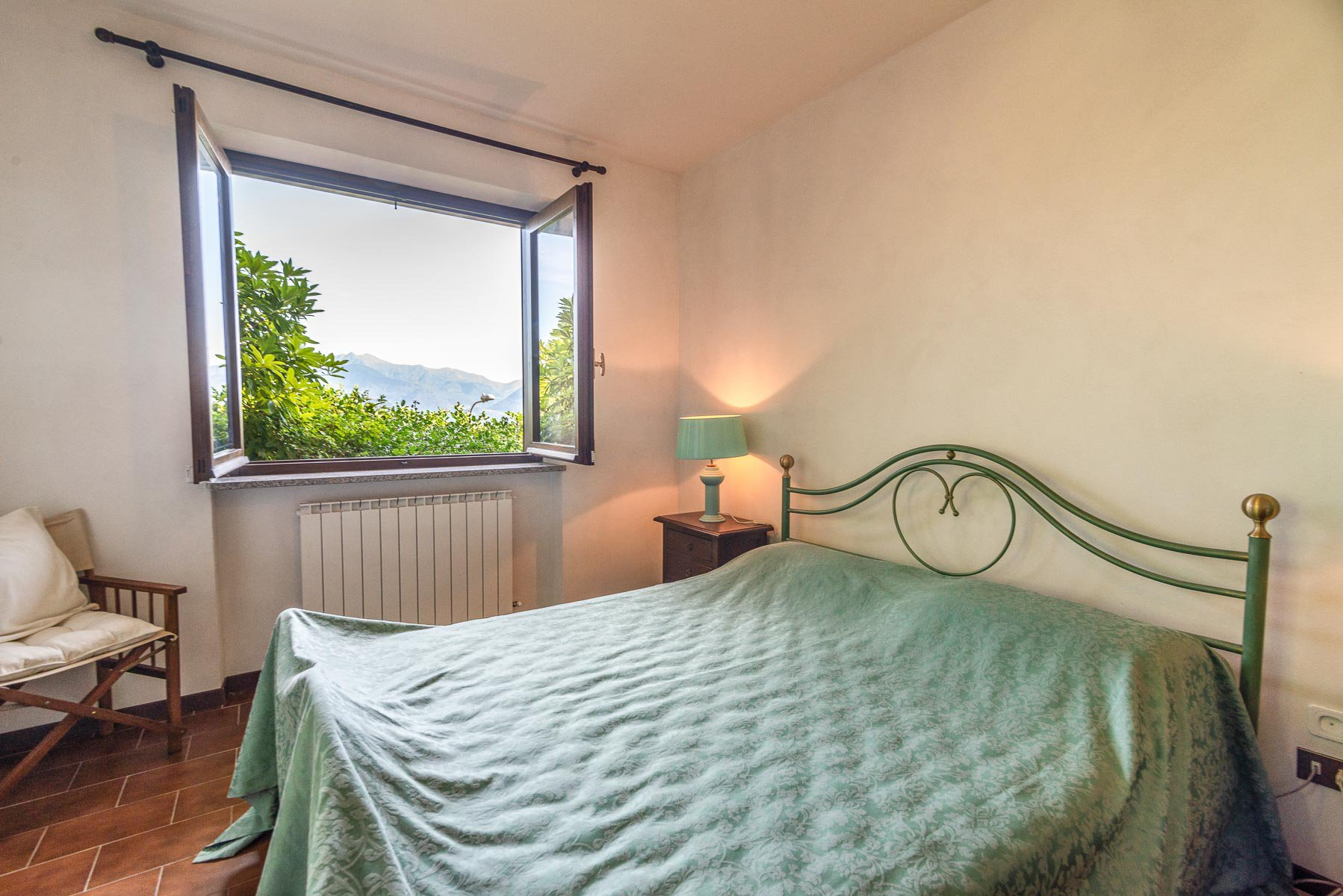 Villa for sale on the hill of Stresa with lake view- bedroom