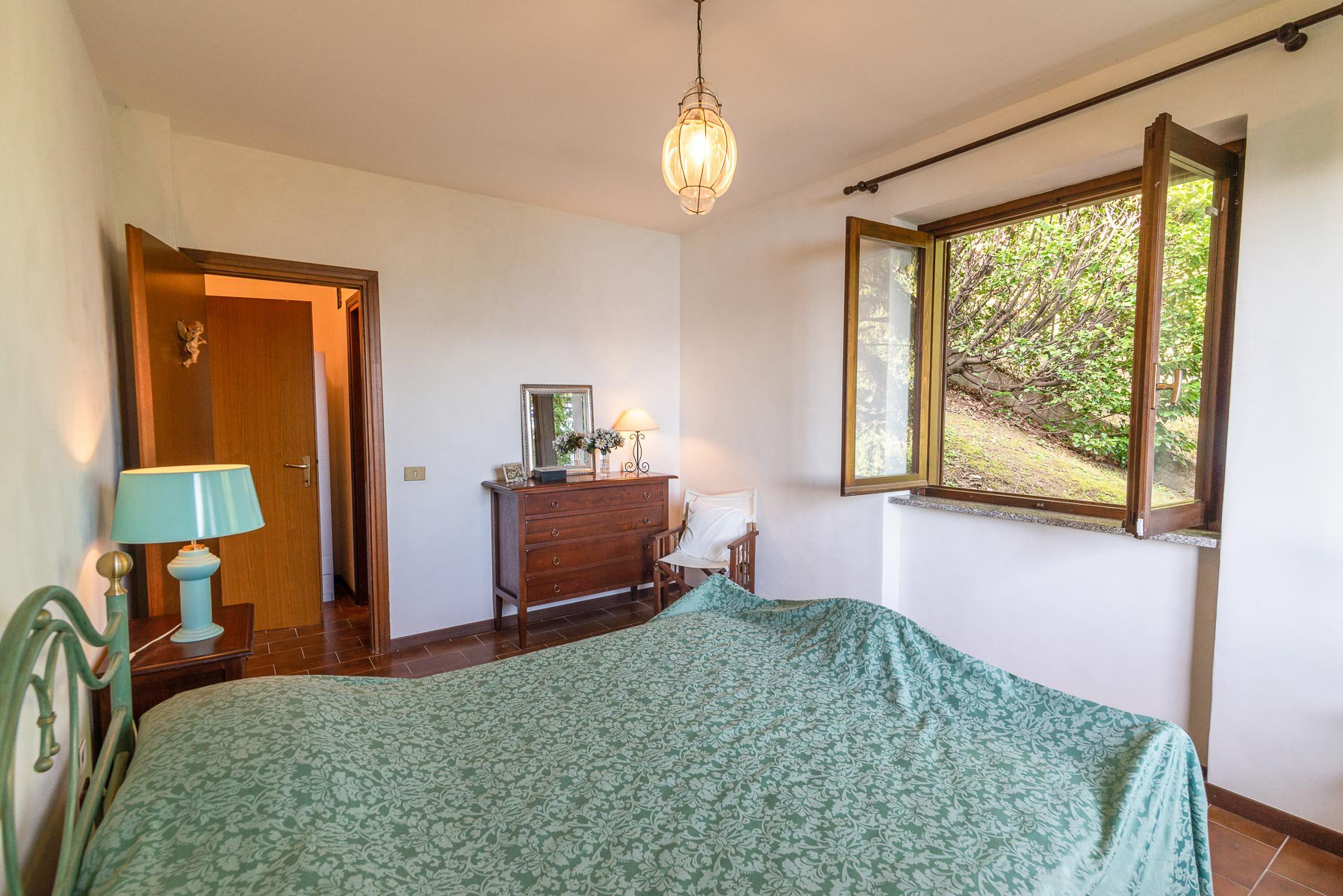 Villa for sale on the hill of Stresa with lake  view-bedroom 02