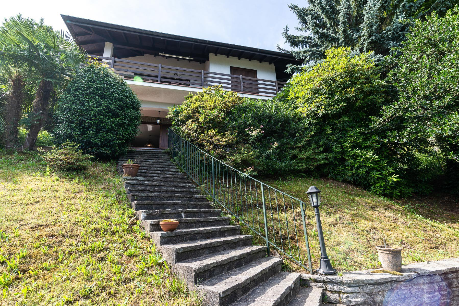 villa for sale on the hill of Stresa with lake view-  forward staircase