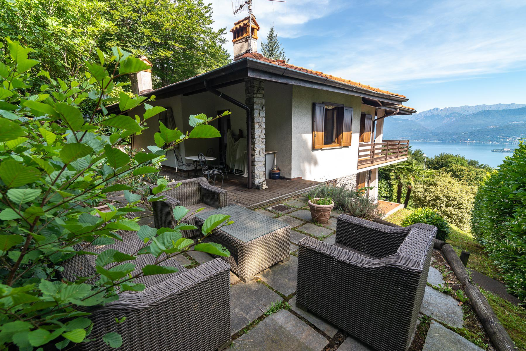 villa for sale on the hill of Stresa with lake view- external of real estate