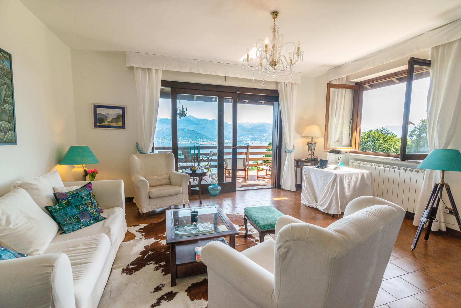 Villa for sale on the hill of Stresa with lake view- living room