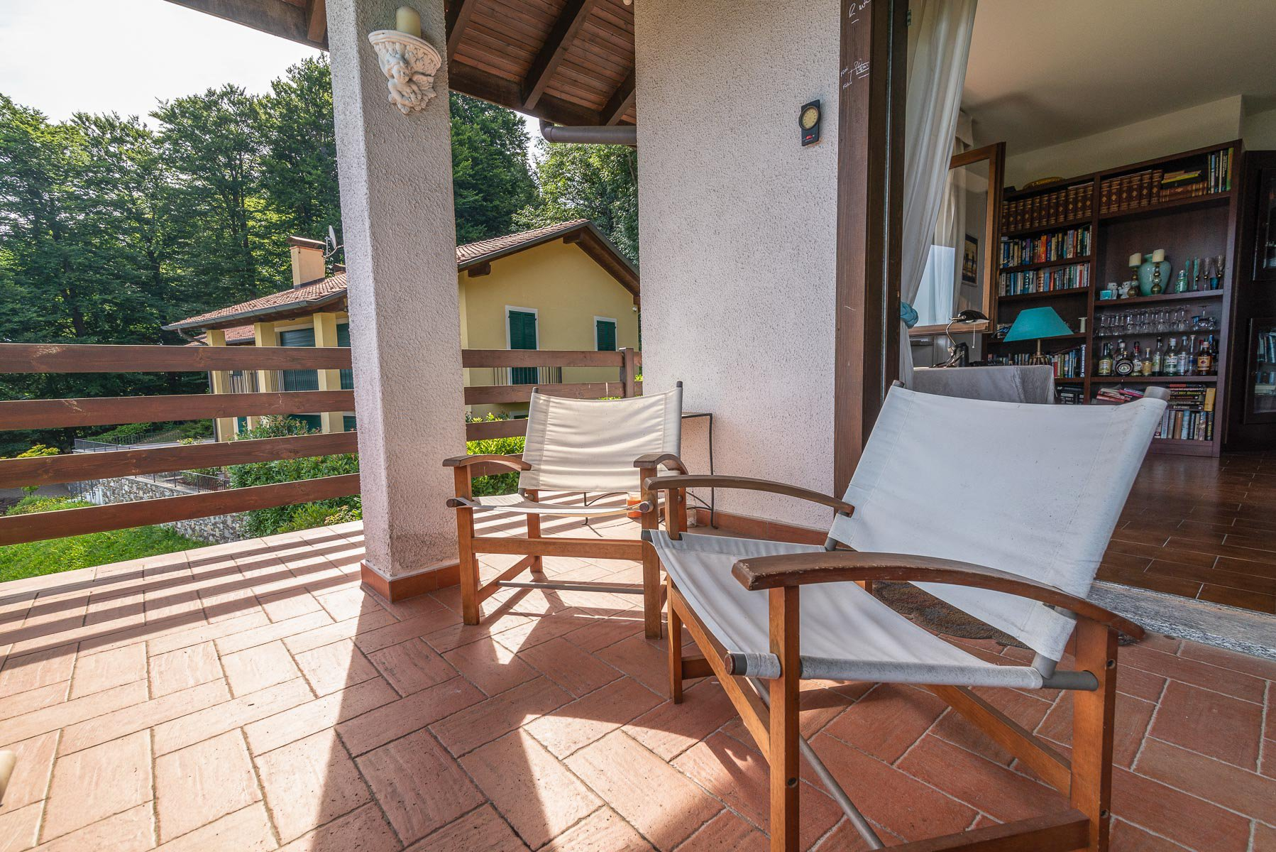 villa for sale on the hill of Stresa with lake view- balcony