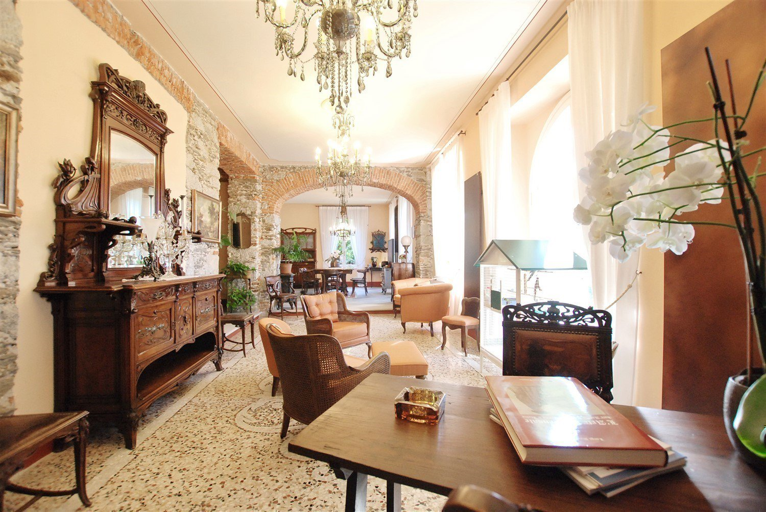 Historic villa with guesthouse and land for sale in Verbania - living area