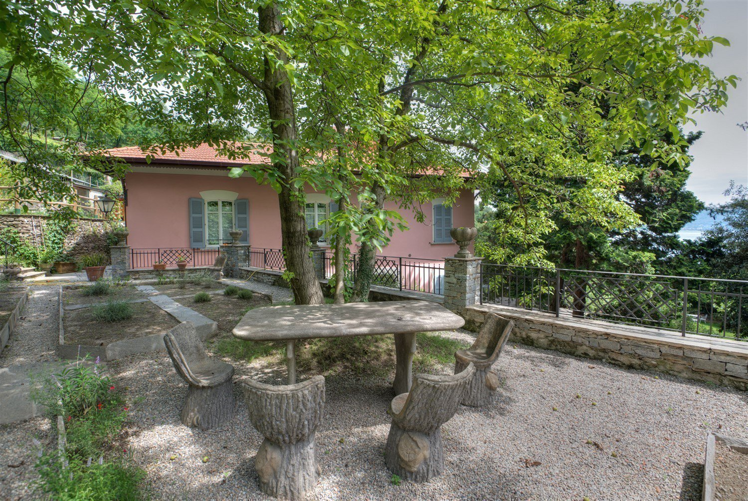 Historic villa with guesthouse and land for sale in Verbania - villa with garden