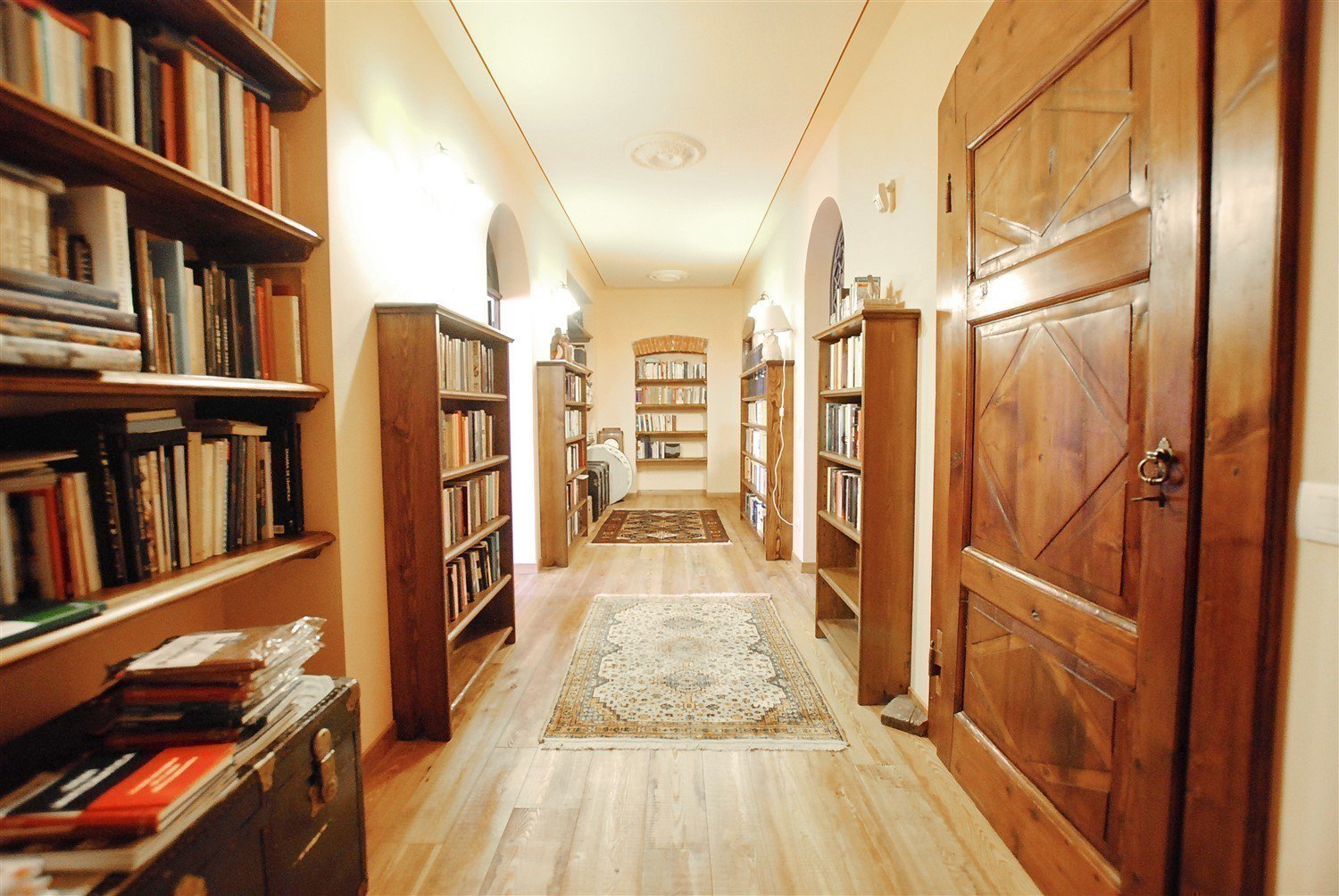 Historic villa with guesthouse and land for sale in Verbania - library