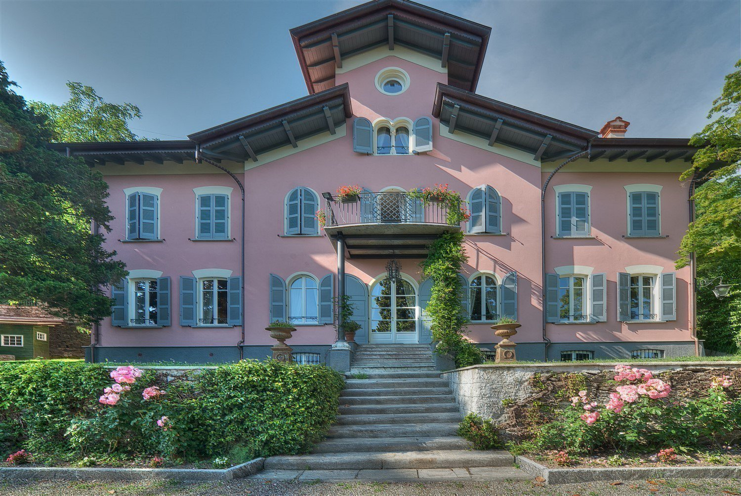 Historic villa with guesthouse and land for sale in Verbania - facade