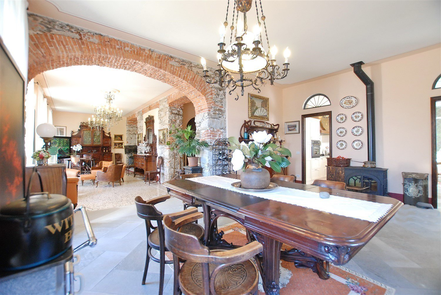 Historic villa with guesthouse and land for sale in Verbania - large salon