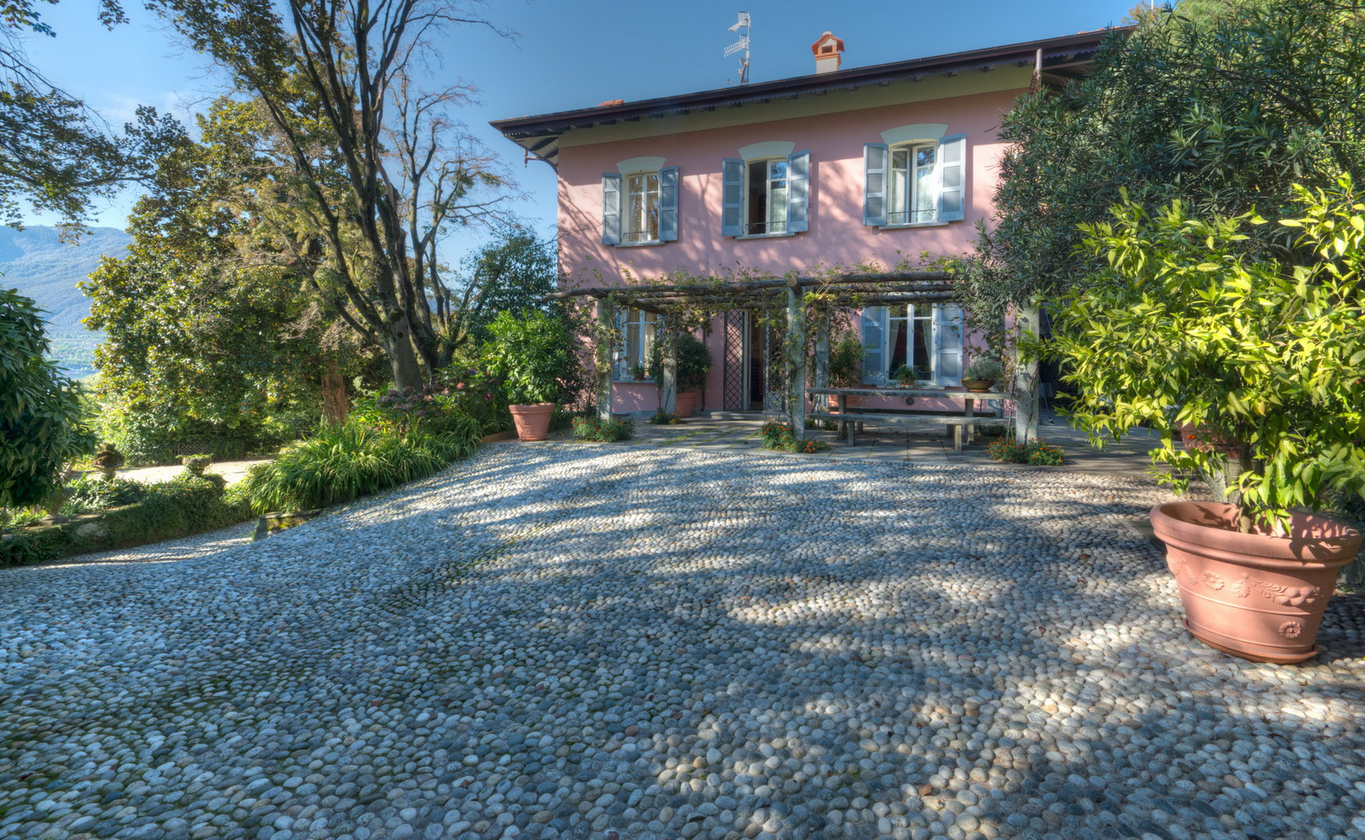 Historic villa with guesthouse and land for sale in Verbania - outside
