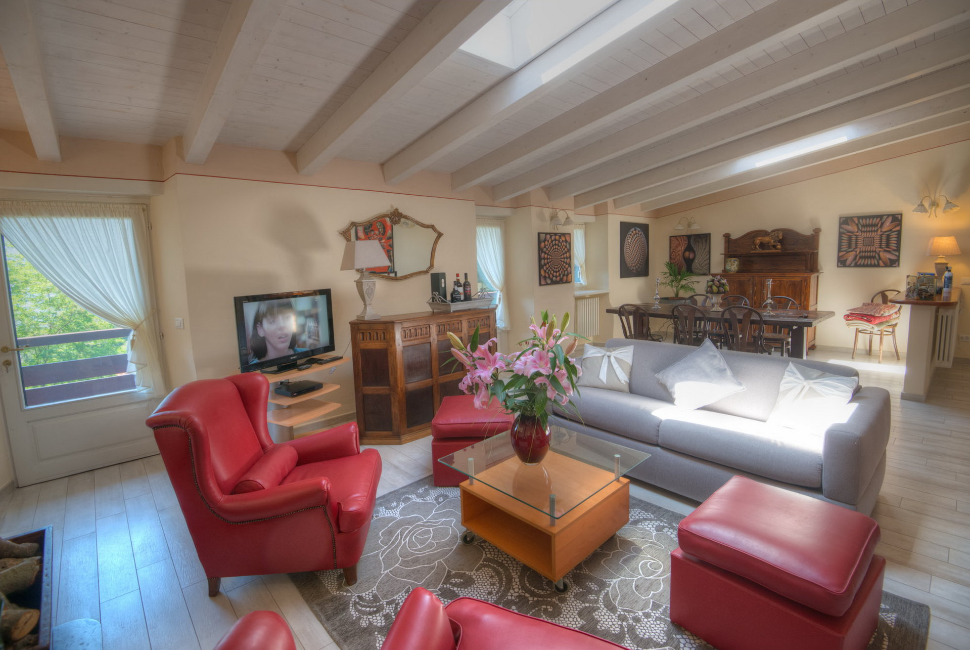 Historic villa with guesthouse and land for sale in Verbania - sitting room