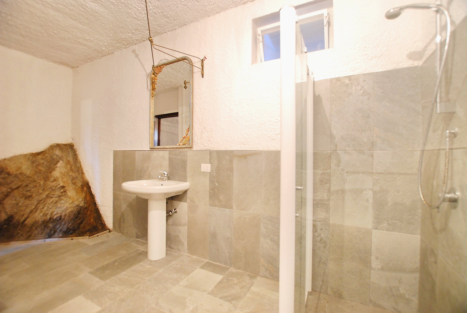 Historic villa with guesthouse and land for sale in Verbania - bathroom with shower