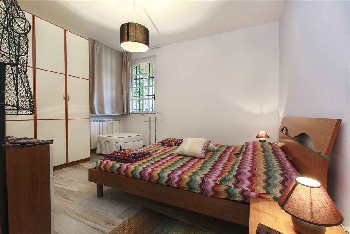 Lake view villa for sale in Arona - bedroom