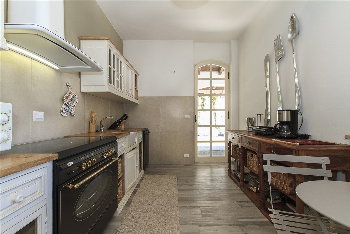 Lake view villa for sale in Arona - kitchen
