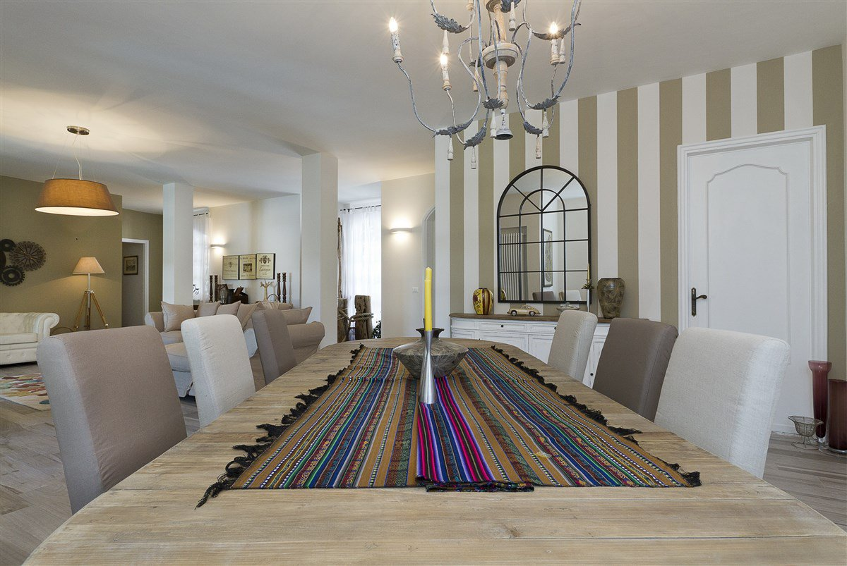 Lake view villa for sale in Arona - dining room