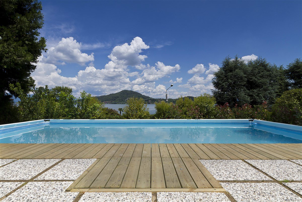 Lake view villa for sale in Arona - swimming pool