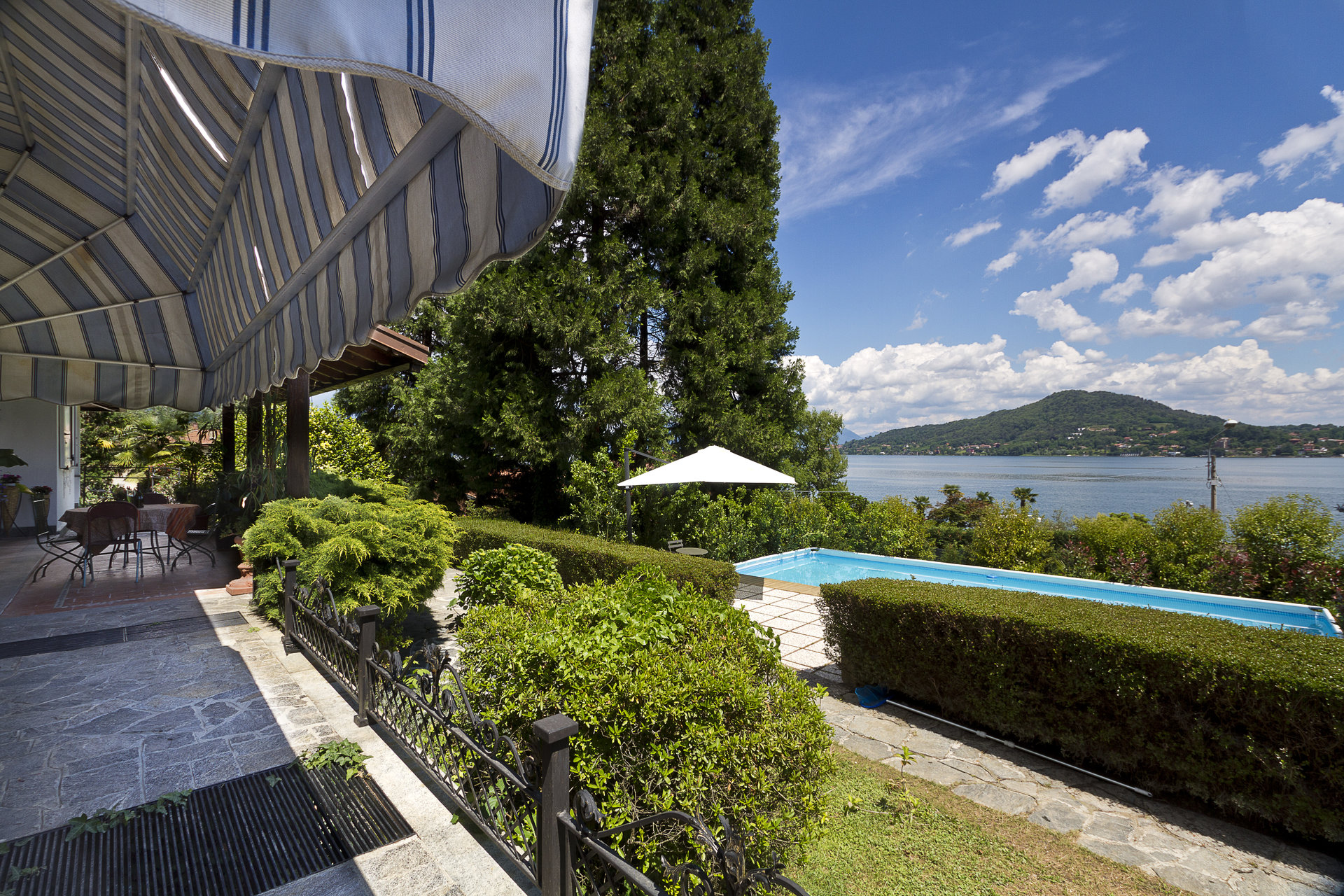 Lake view villa for sale in Arona - outside