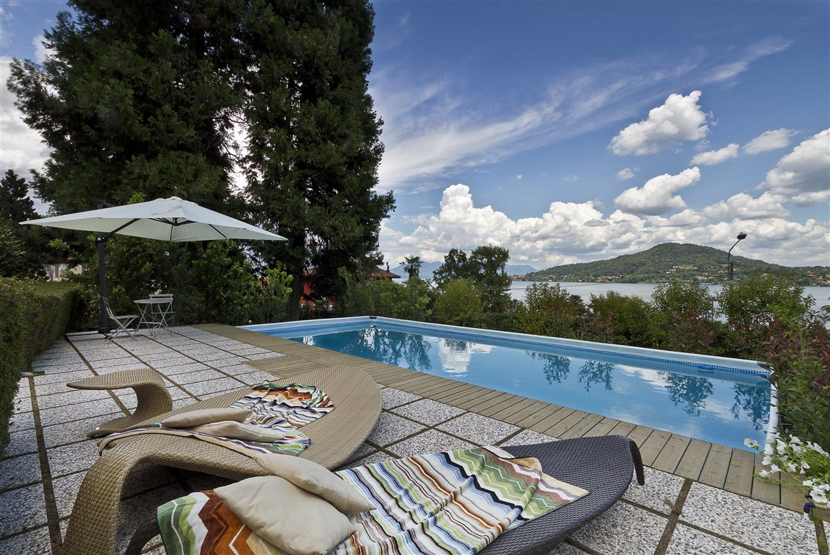 Lake view villa for sale in Arona - lake view swimming pool